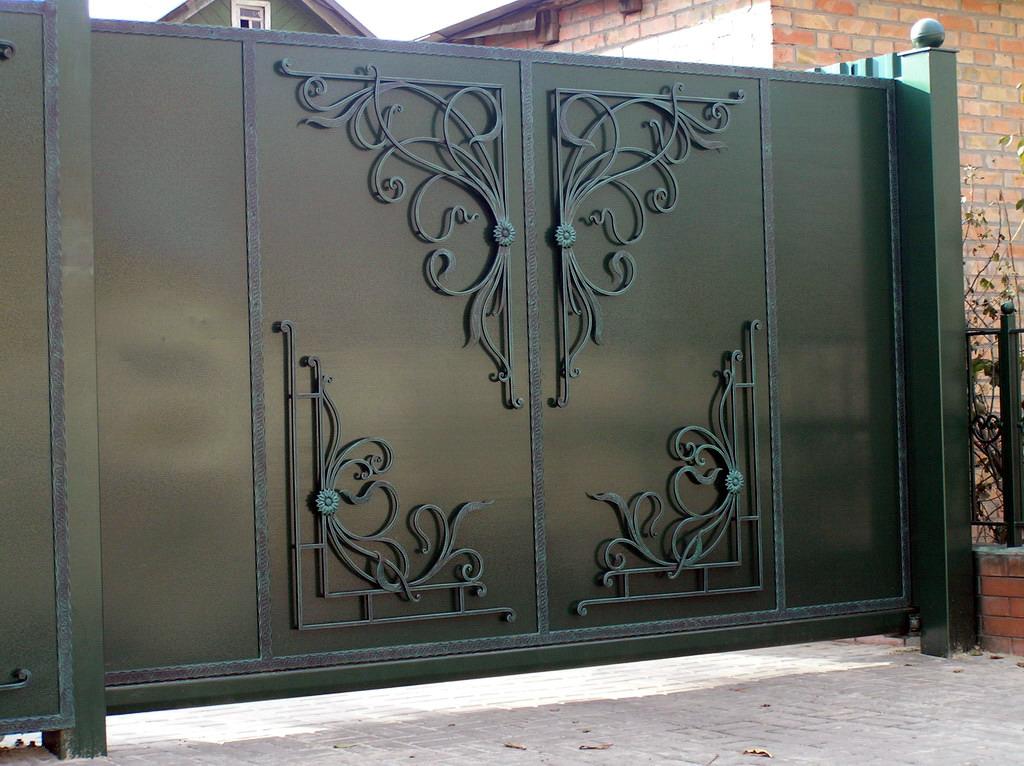 поклонники фото кованые узоры на ворота и двери летом